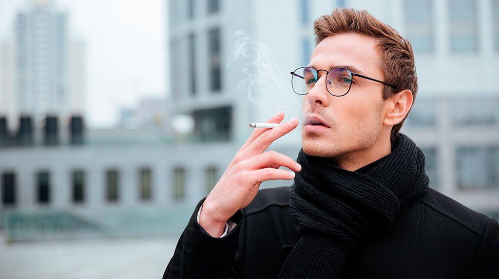 Estar sentado todo el tiempo es tan dañino como fumar