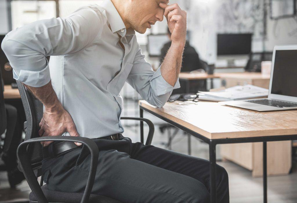 Cómo sentarse bien en la oficina
